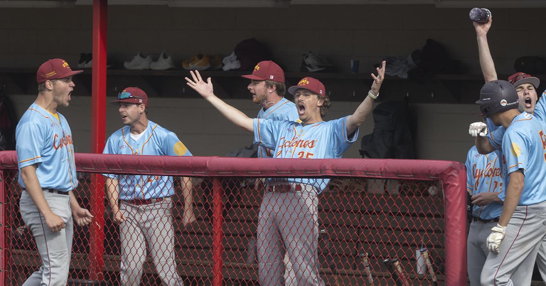 Iowa State players celebrate win in National Club Baseball World Series